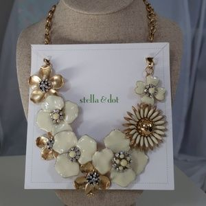 Stella & Dot Dot Bloom Necklace